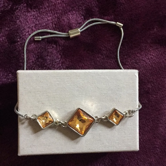 Banana Republic Jewelry - Banana Republic Dainty Autumn Bracelet 🍂